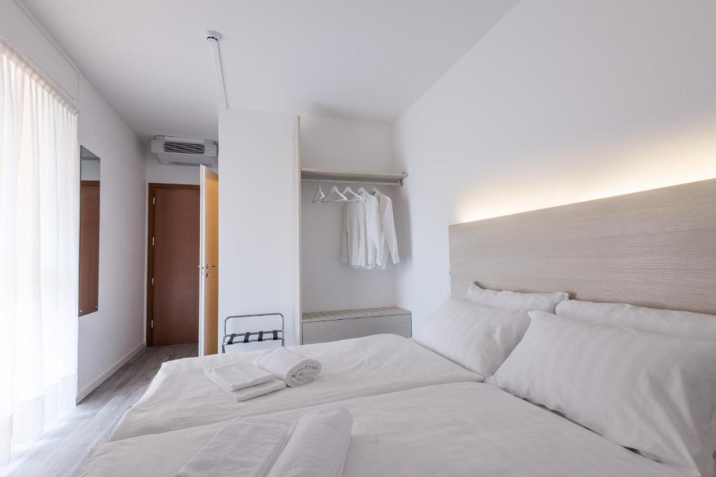 Кровать или кровати в номере Hotel Internazionale Luino