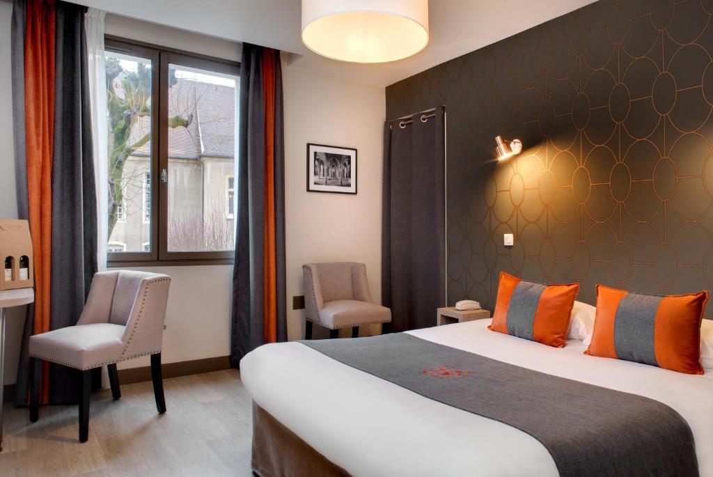 Легло или легла в стая в Hôtel des Ducs