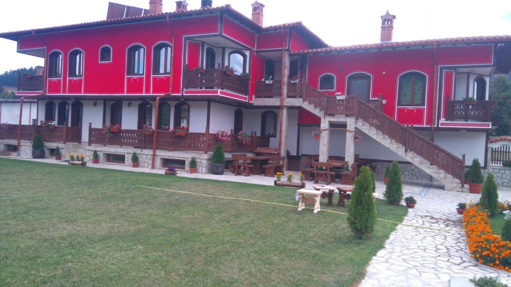 Къща за гости Guest House H Dzhogolanov - Копривщица