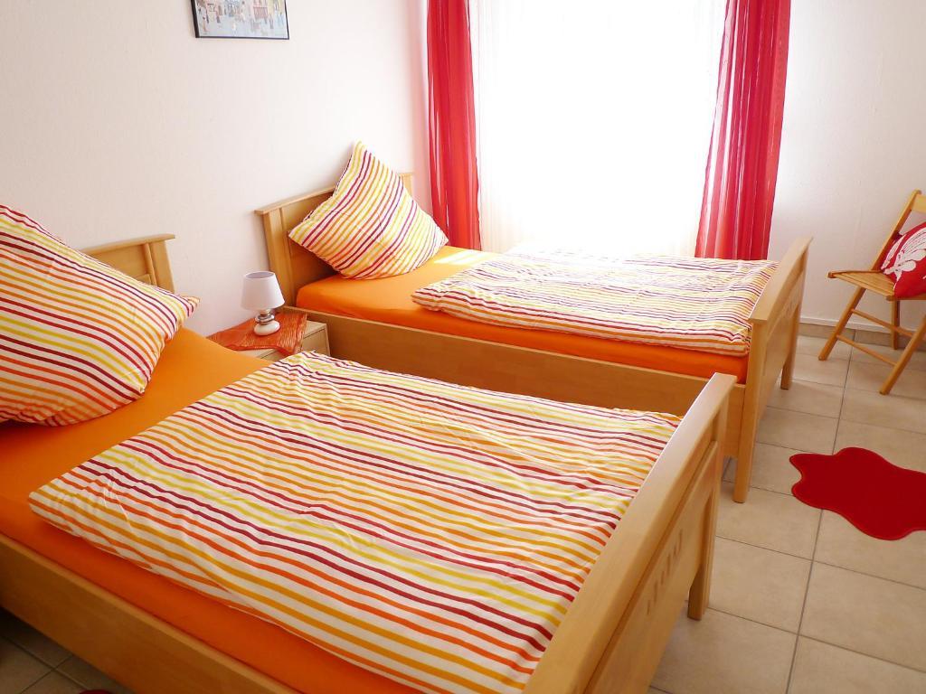 ferienwohnung prielstrasse 16 wohnung muschel deutschland norddeich. Black Bedroom Furniture Sets. Home Design Ideas