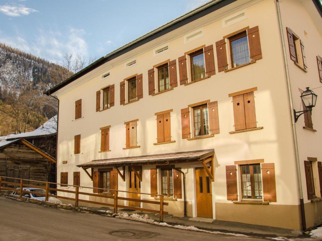 Apartment haus tuft inkl parkplatz leukerbad for Apartment haus