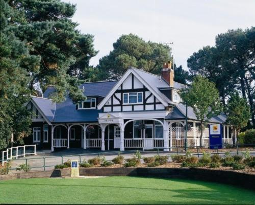 The Lodge At Meyrick Park Guest House Bournemouth UK Rooms