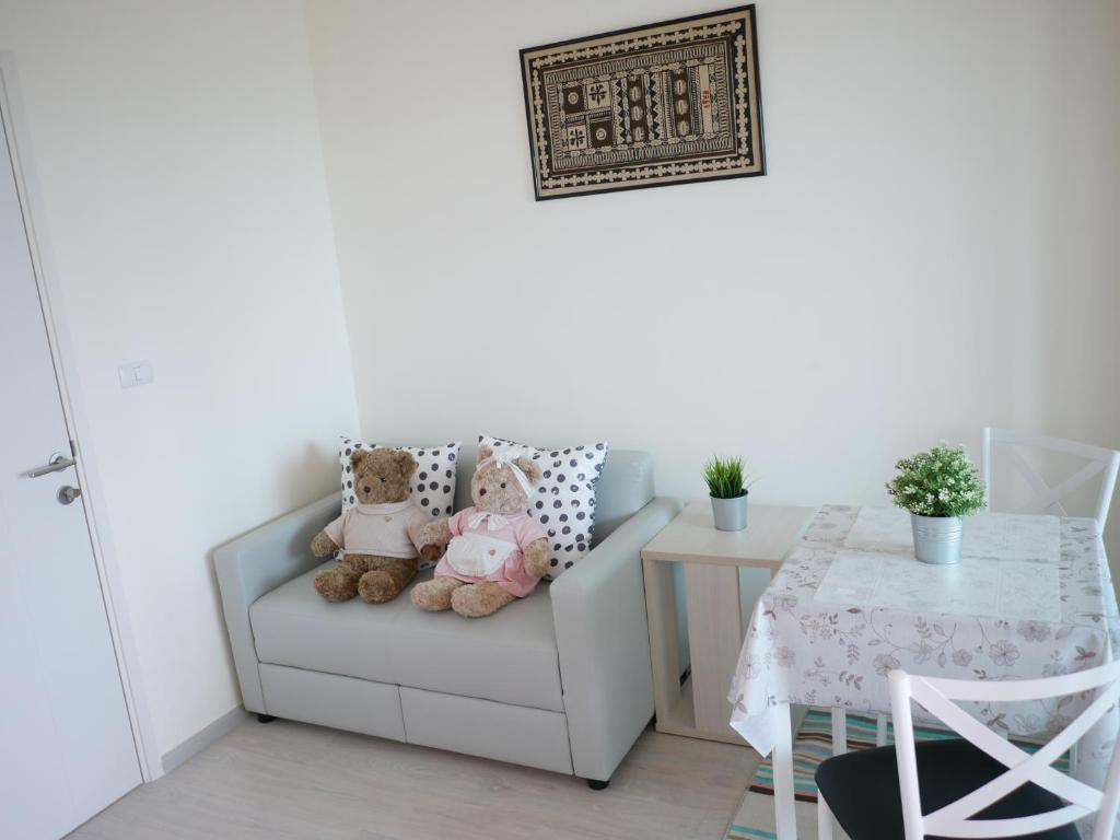 Apartment The Alojamiento @ MRT Wong Sawang, Bangkok, Thailand ...