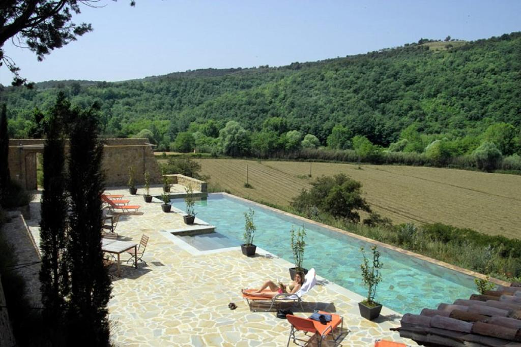 A view of the pool at Casale Monticchio or nearby