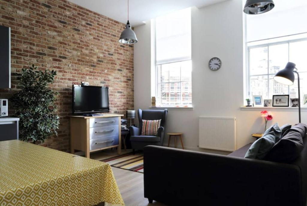 Ferienwohnung Spacious 48 Bedroom Loft In Converted School GB Impressive 2 Bedroom Loft