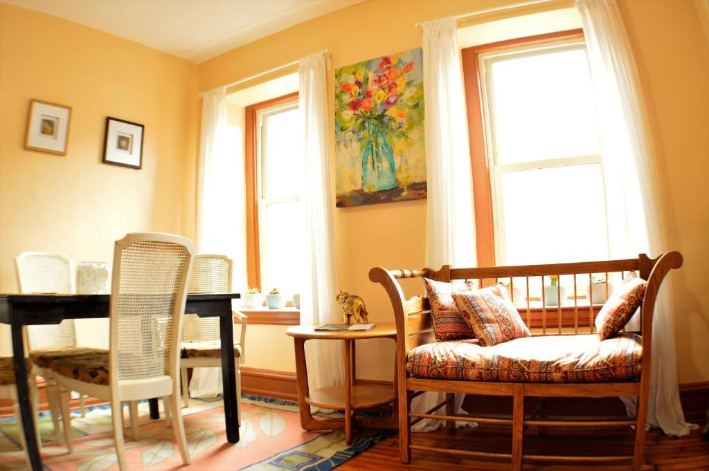 Adorable Apartment In University City Philadelphia PA Booking Interesting Interior Design Schools In Pennsylvania Property
