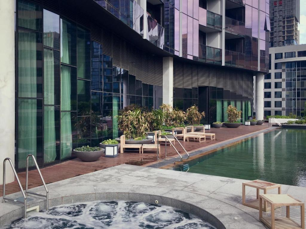 Apartment luxury cbd pool gym and spa melbourne australia