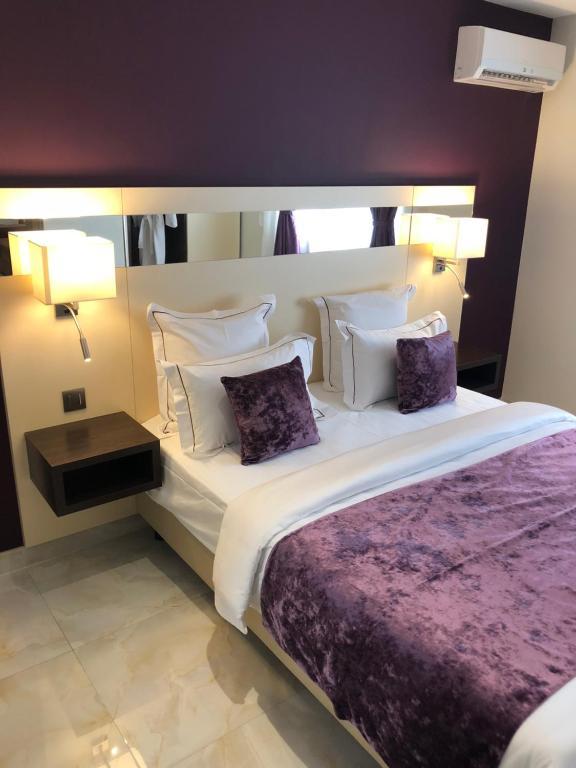Ein Bett oder Betten in einem Zimmer der Unterkunft Hotel M'LYS