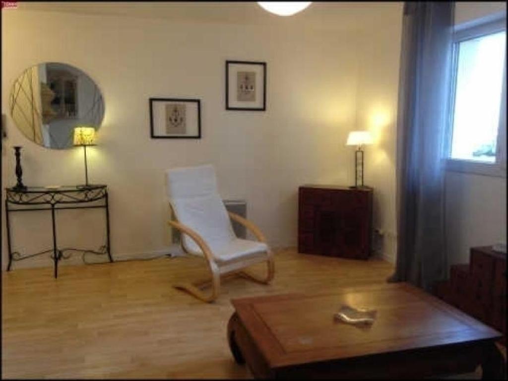 Apartments In Paroy-sur-tholon Burgundy
