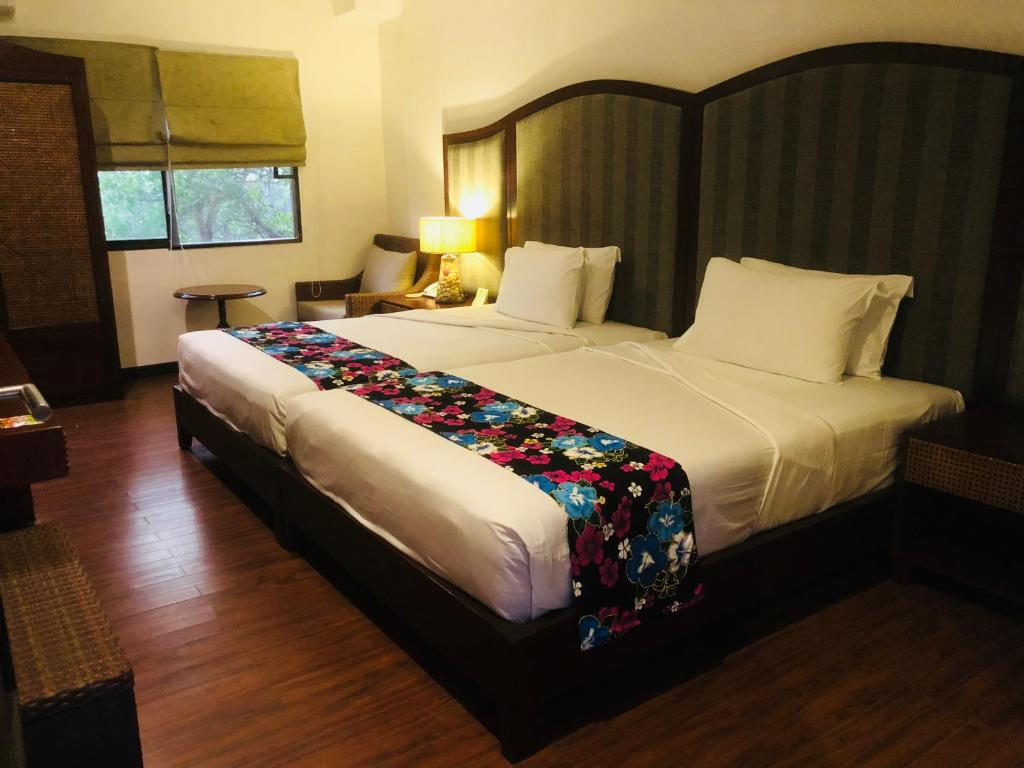 A bed or beds in a room at Club Agutaya