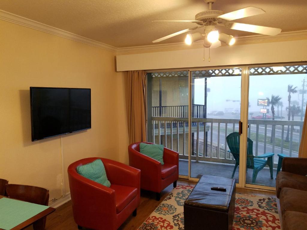 Beachfront updated Condo, Galveston, TX - Booking.com