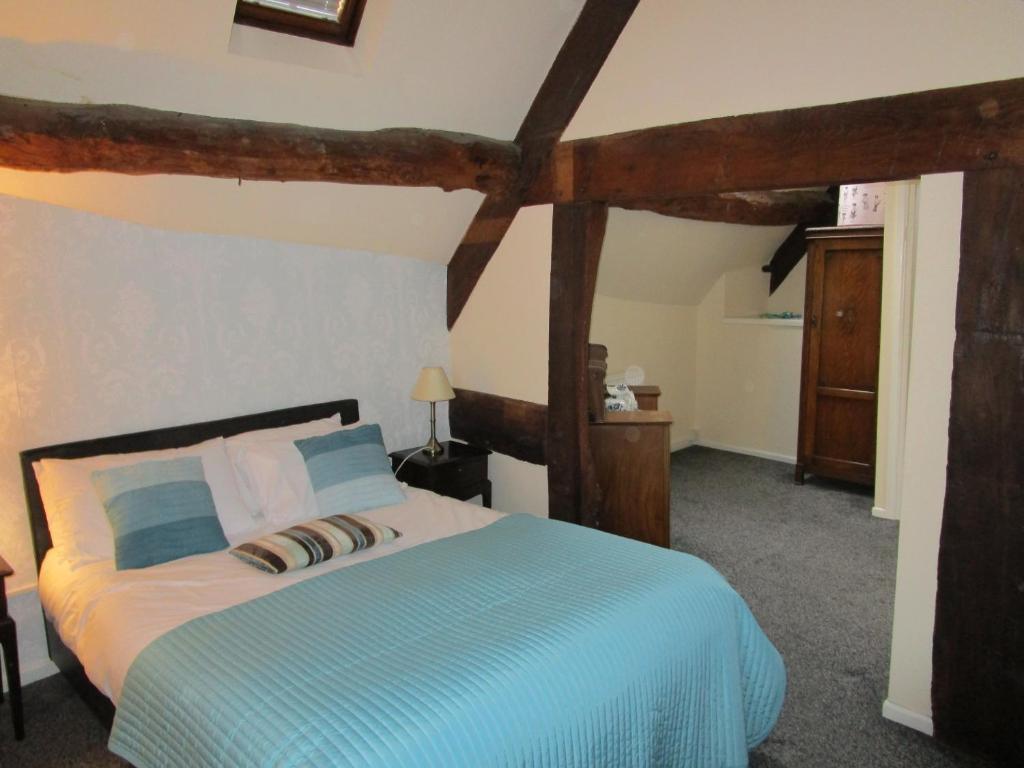 Легло или легла в стая в Royal Oak Hotel