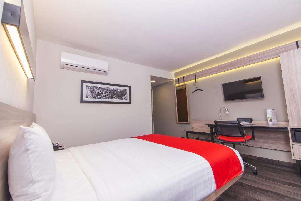 Cama o camas de una habitación en City Express Plus Bogota Aeropuerto