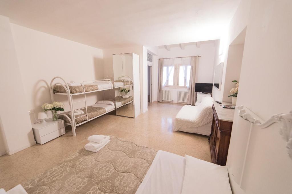 Letti A Castello Bergamo.Academia Resort Bergamo Prezzi Aggiornati Per Il 2019