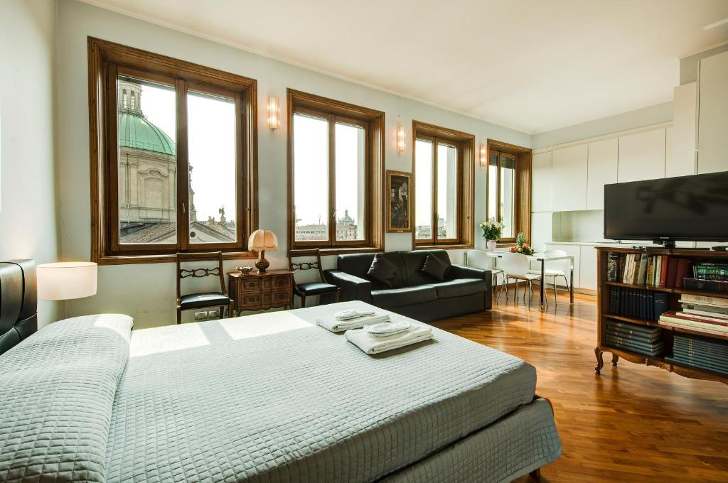 A television and/or entertainment center at Duomo Apartment - Galleria Unione