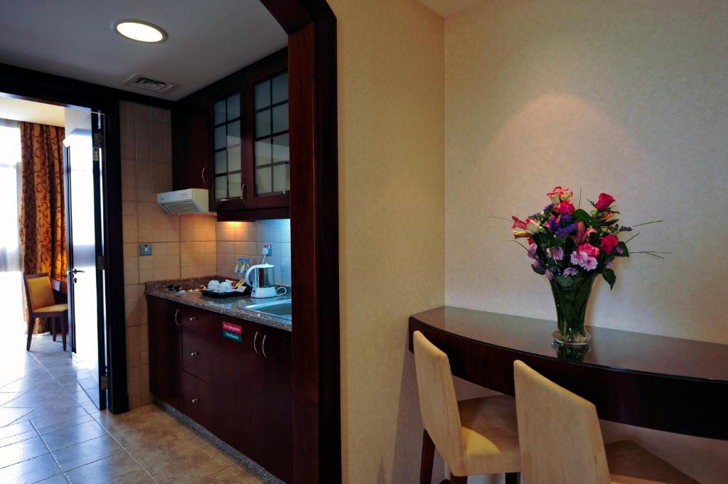 A kitchen or kitchenette at Vision Hotel Apartments Deluxe