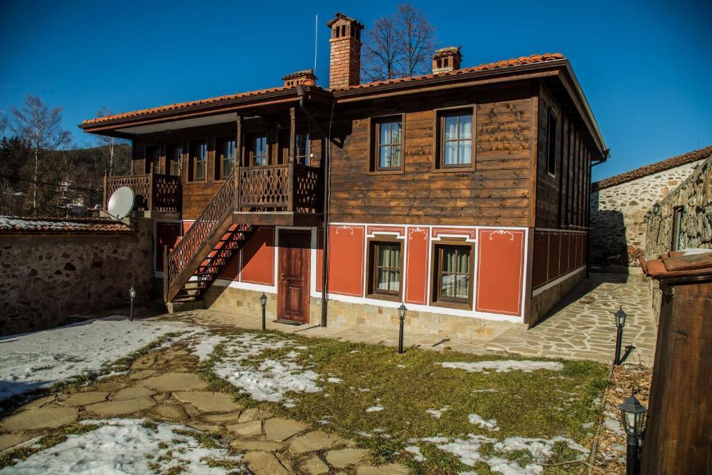 Ваканционна къща Red House - Копривщица