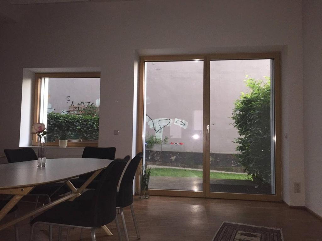 ferienwohnung sehr sch ne gro e wohnung im reiherstiegviertel deutschland hamburg. Black Bedroom Furniture Sets. Home Design Ideas