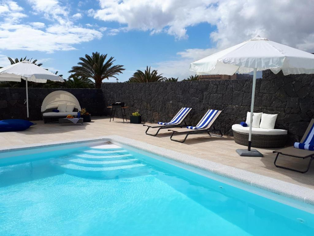 The swimming pool at or near Casa Volcanes