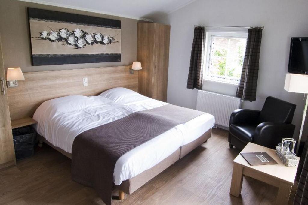 Een bed of bedden in een kamer bij Hotelkamer