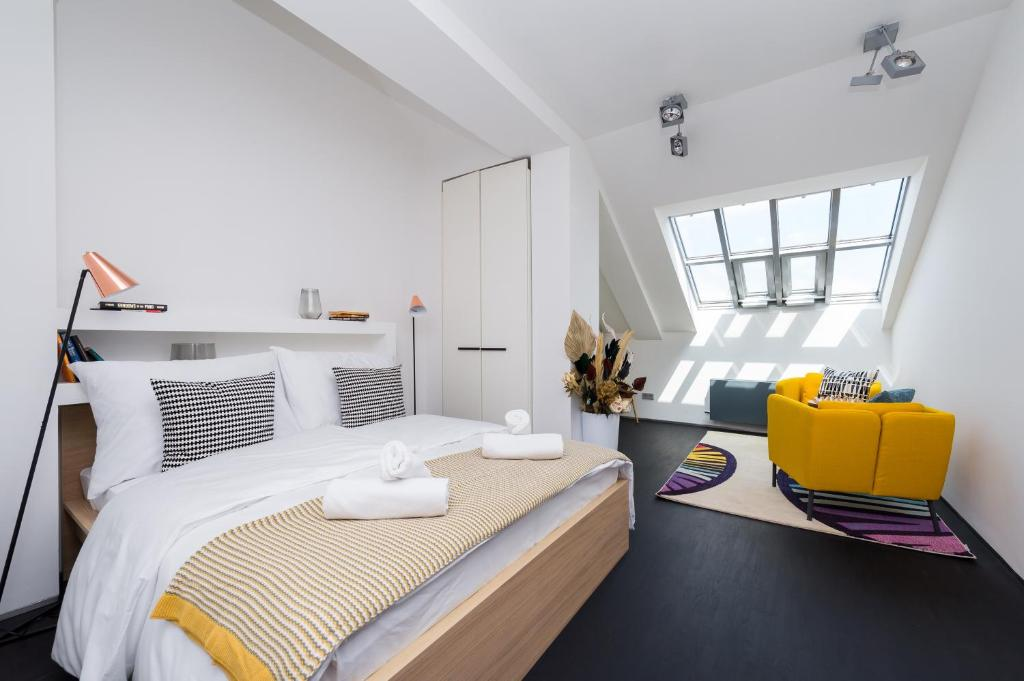 A bed or beds in a room at EMPIRENT Old Town Apartments