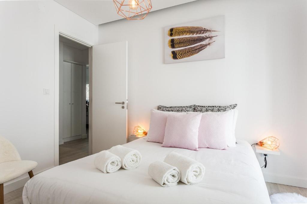 Sunny apartment in amazing alfama lisbon portugal booking.com