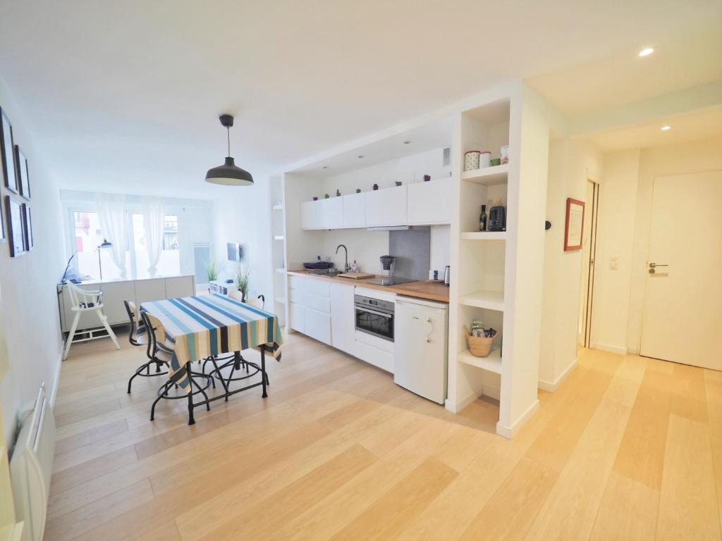 appart luz centre ville saint jean de luz tarifs 2019. Black Bedroom Furniture Sets. Home Design Ideas
