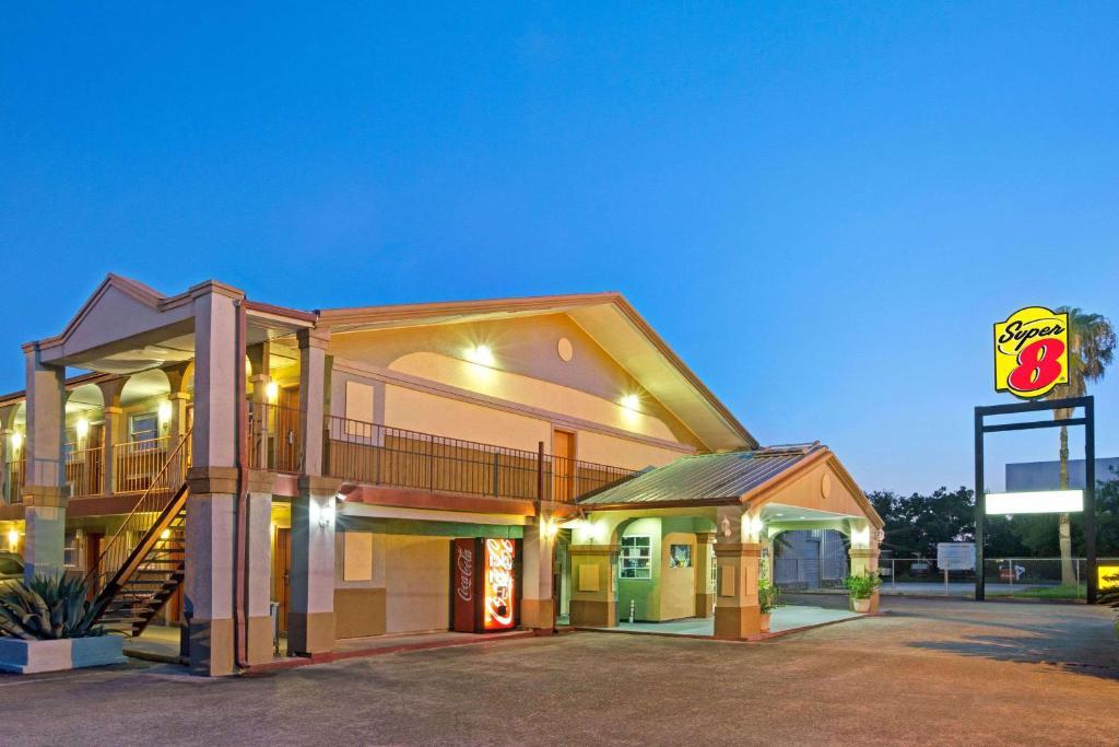 hotel super 8 by wyndham la marque tx texas city area tx. Black Bedroom Furniture Sets. Home Design Ideas