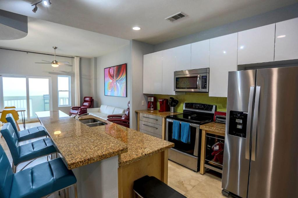 Luxury Oceanfront Condo in Ocean Grove, Galveston, TX - Booking com