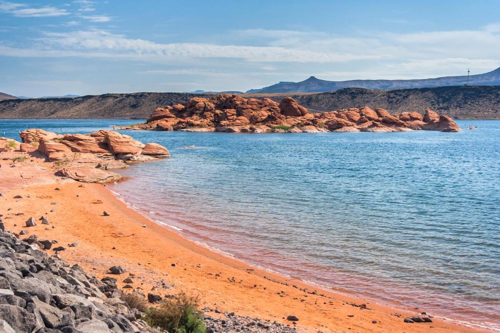 Vacation home suite escape at sand hollow hurricane ut for Sand hollow swimming pool st george