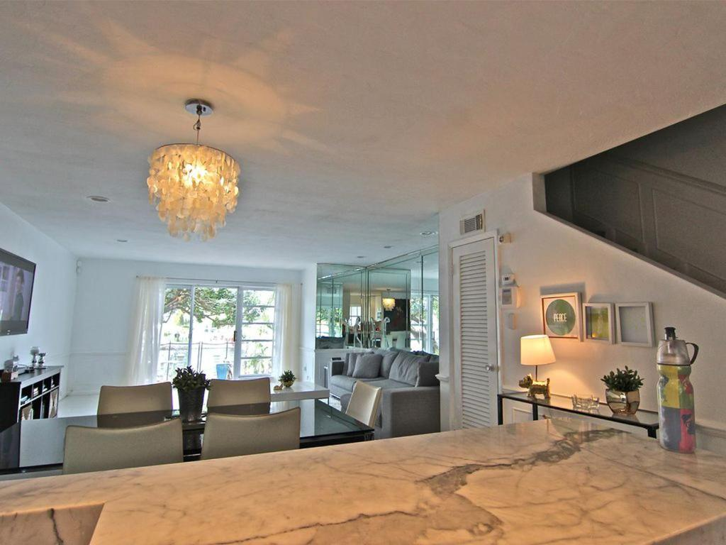 Villa Nicole - 2 Bedroom Townhouse with Dock, Miami, FL - Booking.com