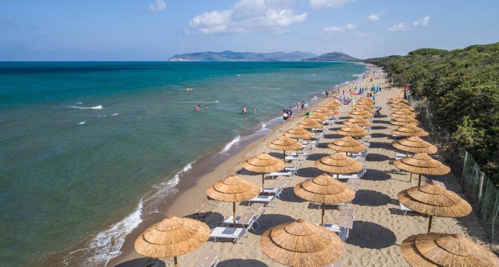 Camping village oasi albinia prezzi aggiornati per il 2018 - Camping in toscana sul mare con piscina ...