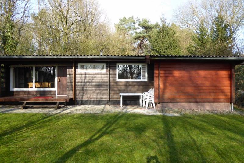 Fins Vakantie Huis : Luxe finse bungalow p nederland meppen booking