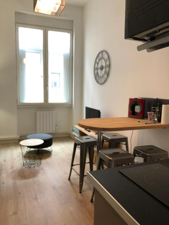 Hyper centre : Appartement Déco, Lyon, France - Booking.com