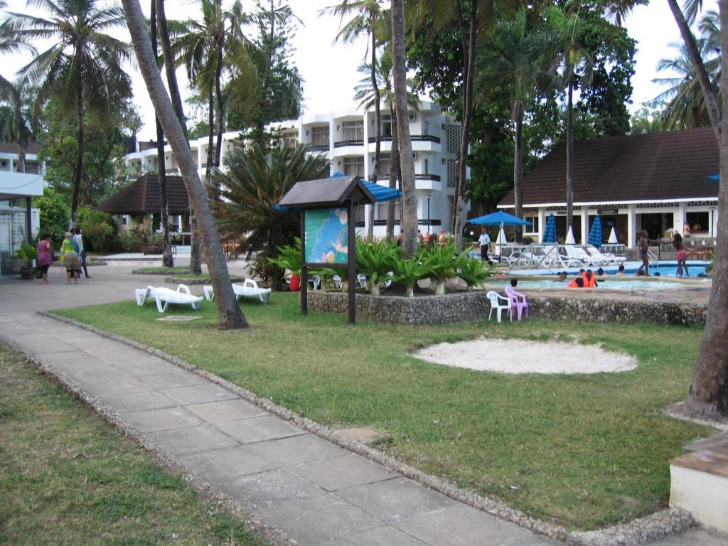 Kenya Bay Beach Hotel.com