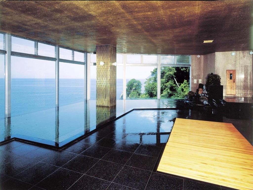 ポイント1.ガラス張りの大浴場