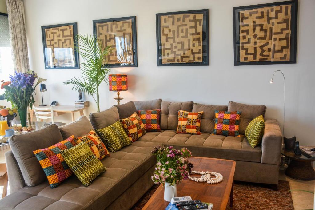 Appartement moderne moroccan/African décoration, Casablanca, Morocco ...