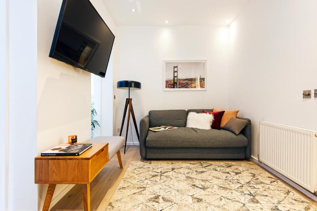 A seating area at ARCORE Premium Apartments: Monmouth Street