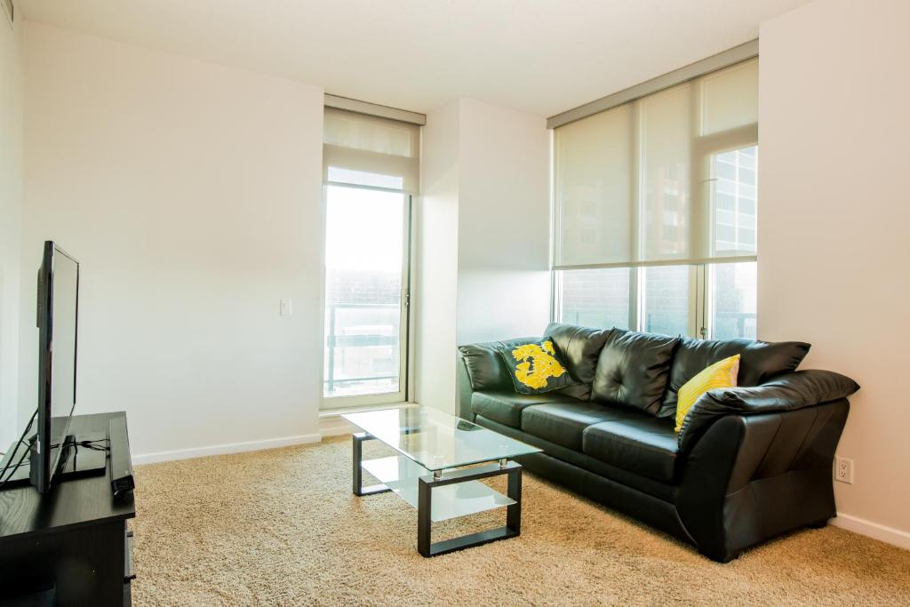 Apartment Suite Digs Sasso Calgary Canada Booking Enchanting 2 Bedroom Apartments For Rent In Calgary Exterior Remodelling