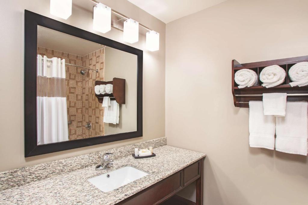 La Quinta Inn & Suites Far Rockaway