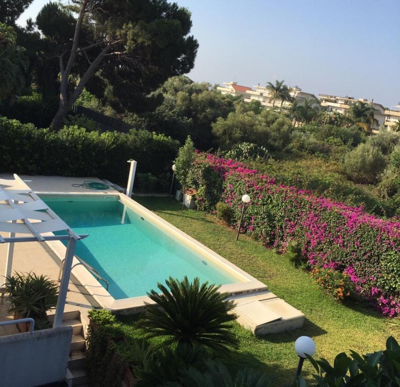 Casa vacanze loft con piscina e discesa a mare italia aci castello - Hotel con piscina catania ...