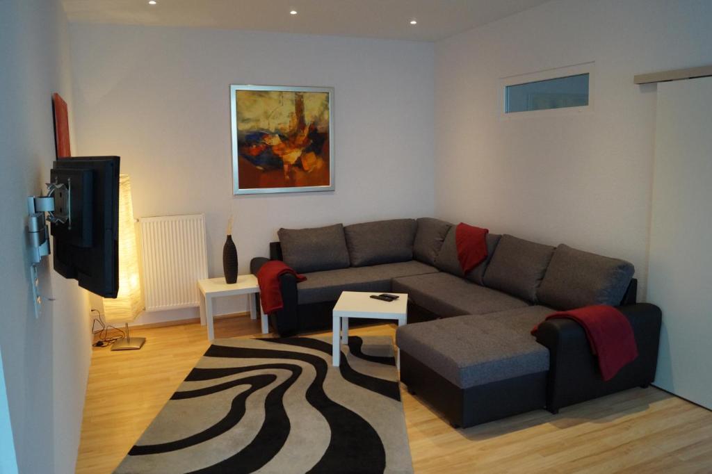 A seating area at Moderne, große Ferienwohnung