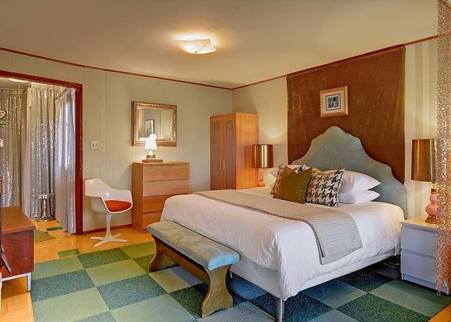 west seattle suite shagalicious studio apartment wa booking com