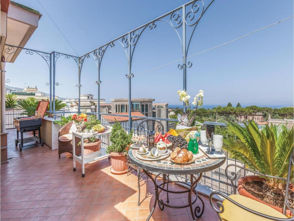 Two-Bedroom Apartment in Piano di Sorrento NA, Piano di ...
