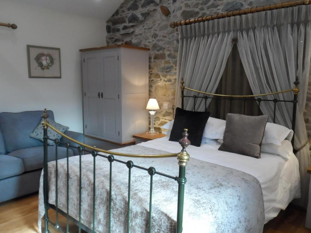 A bed or beds in a room at Highside Farm B&B