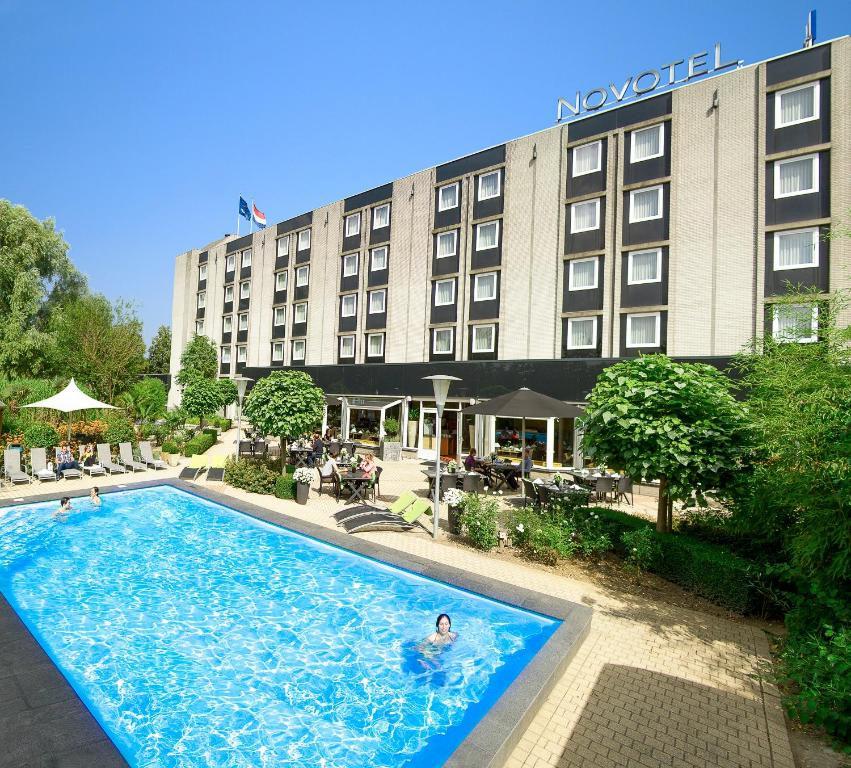 The swimming pool at or near Novotel Maastricht