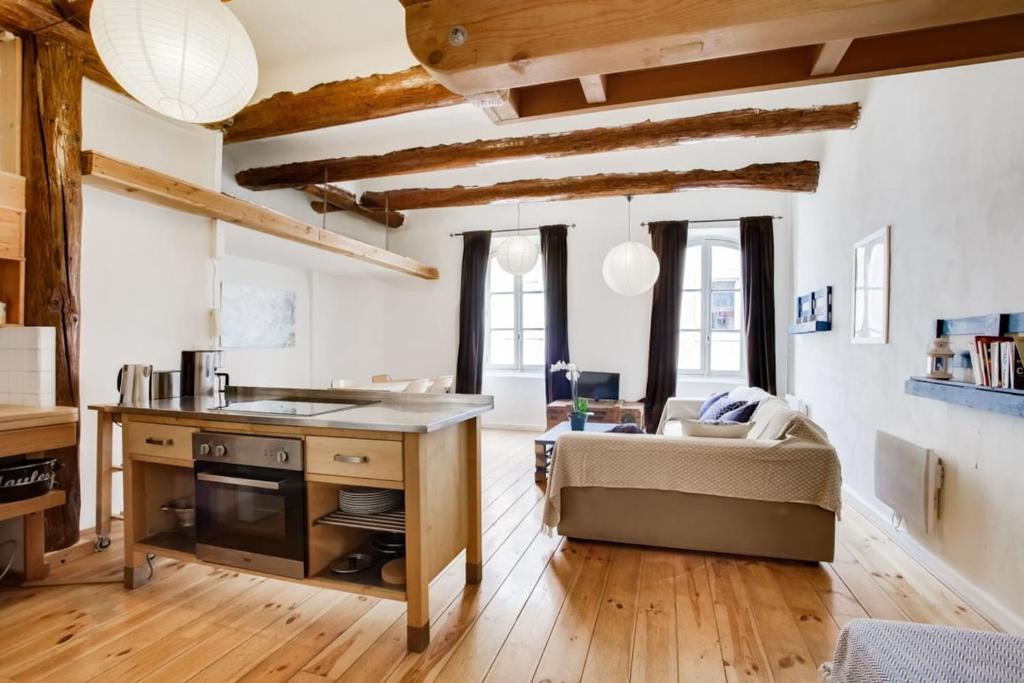 Apartment un loft en plein sur le vieux port marseille france
