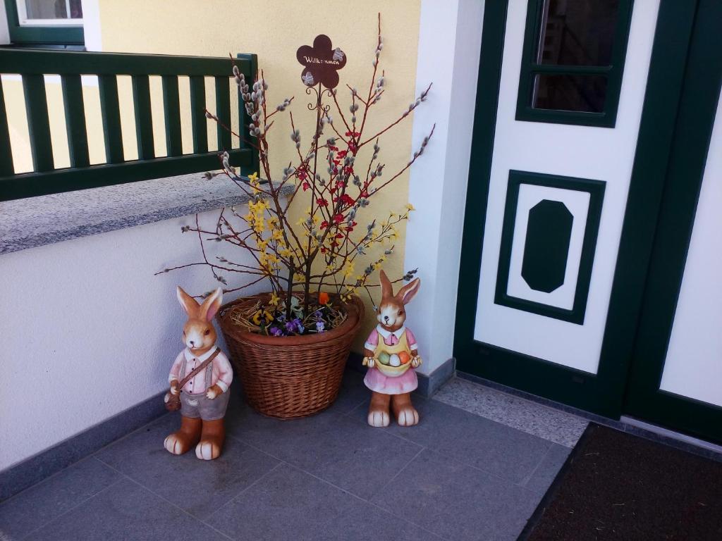 Ferienwohnung Appartment Stroblhof (Österreich Aich) - Booking.com