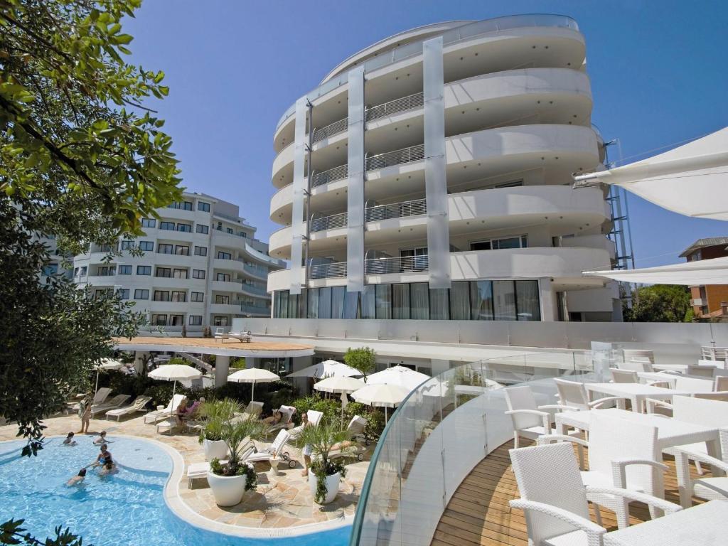 Hotel Premier Suites Milano Marittima Italy Booking Com