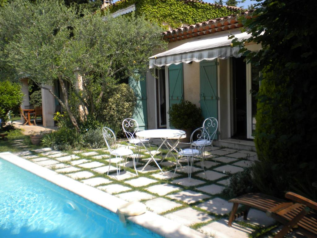 Bed and Breakfast Domaine des Roses, Mougins, France - Booking.com